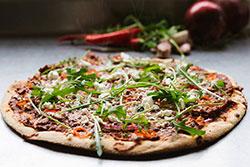 Пицца в дегидраторе Rawmid Modern RMD-10